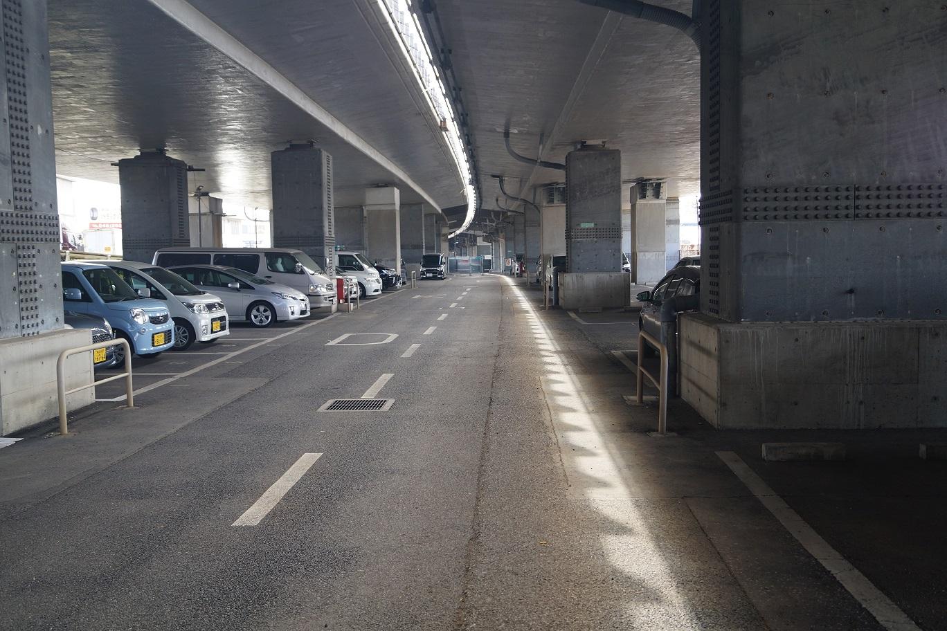 東北道 岩槻高架下駐車場